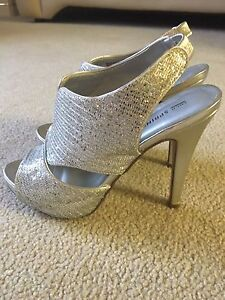 Sexy 5 inch heels  size 8