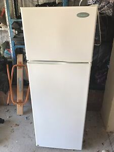 Westinghouse 220L Fridge/Freezer White East Fremantle Fremantle Area Preview
