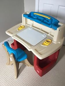 Step 2 deluxe art master child desk with chair