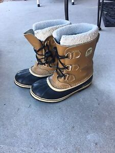 Boys Youth Sorel boots size 6