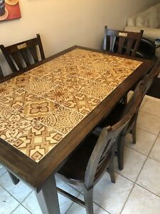 Dining/Kitchen Table w/6 chairs