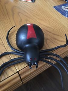 Retractable spider