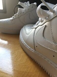 Mens 8.5 - Nike Air Force 1 (Very Clean!)