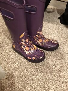 Girls size 1 rubber boot bogs!