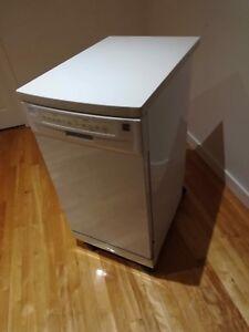 Lave vaisselle portatif à vendre.
