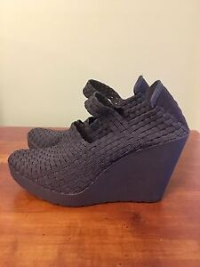 STEVE MADDEN Melody Black Wedges sz 9 (fits like 8-8.5)