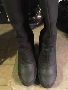 DKNY Gortex water proof boot