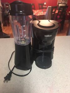 Single serve coffee maker and smoothie maker