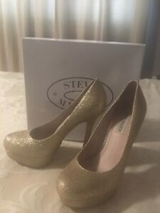 Gold Pumps