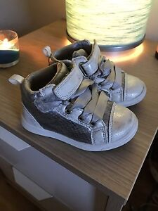 Shoes - size 6 (toddler girl )