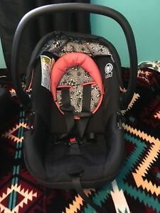 Safety 1st Car seat and Base for a Baby Girl
