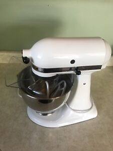 MINT KitchenAid Mixer 4.5Qt (4.26L) 325watt Tilt Head.