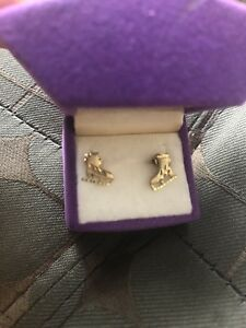 18 karat yellow gold figure skate stud earrings