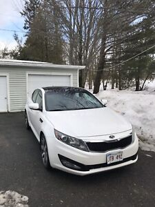 KIA Optima 2011 top of the line. Immaculate condition