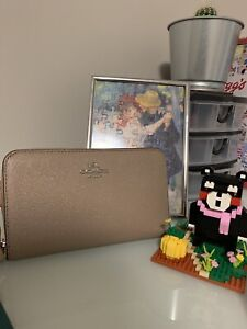 Medium size COACH wallet (Price can be adjusted)