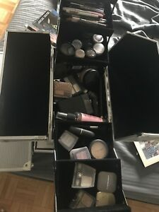 Aluminum Make up train case with make up inside