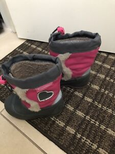Winter boots size 5 kids