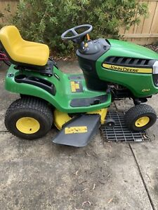 John Deere ride on mower D110