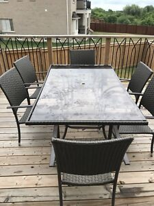 Selling! 6 chair patio set