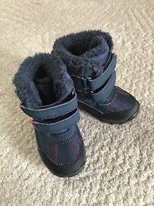 Toddler boys size 4 snow boots