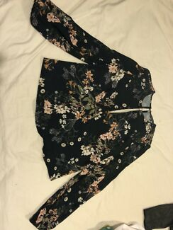 Sheike Floral Top - Never Worn