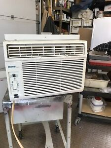10,500 BTU DANBY WINDOW AIR CONDITIONER