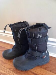 Youth size 5 winter boots.