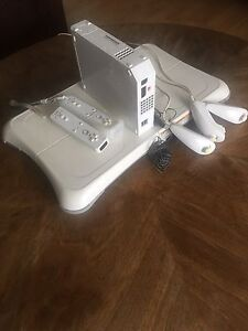 Wii System with Wii Balance board and controllers