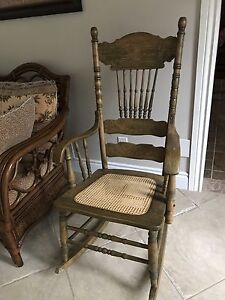 Antique rocking chair , chaise berçante antique