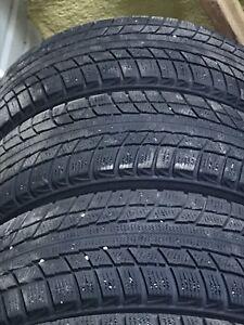 4 pneus hivers tres beau sur rims bon pour encore 2 ou 3 hivers