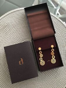Gold Earrings Dangling by Damas