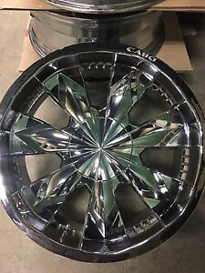 """Selling a set of mint 22"""" Cabo chrome wheels"""