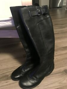 Leather Winter boots - hush puppies size 8