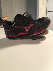Men's Size 12 Mizuno Volleyball Shoes $40 OBO