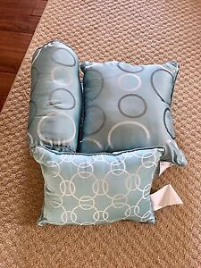 Set of 3 decorative pillows.