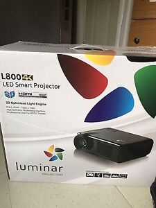LED 3D smart projector + screen brand new never opened