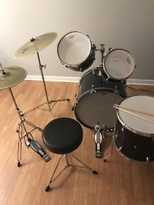 5 piece Drum Set! PERFECT FOR BEGINNERS, 500$ TAKES ALL FIRM