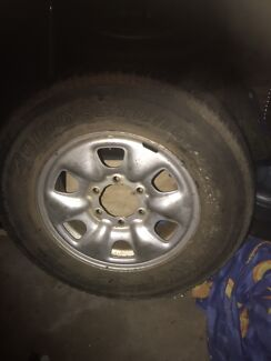 5 hilux  tyres