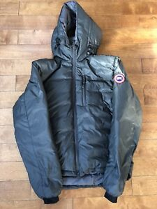 Selling Men's Canada Goose Lodge Hoody Jacket size Medium