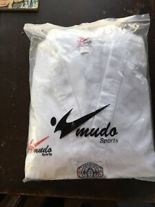 Taekwondo Approved Uniform. Size 7/210 (lg XL)
