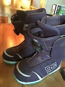 Snowboard boots
