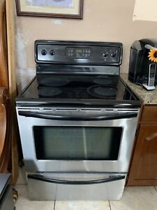 Frigidaire Stainless Steel Glasstop Stove       (Can deliver)