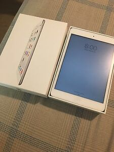 Apple iPad Mini 2 - 16GB white complete