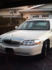 2004 LINCOLN TOWNCAR ULTIMATE WITH PARTS CAR FOR SALE!!!