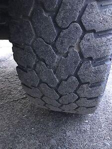 35 12.5 18 pneus/tires
