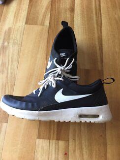 Nike Air women's runners