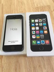 iPhone 5s 16 gig **locked to bell**