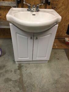 Meuble lavabo avec robinetterie