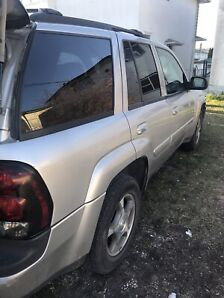 Selling as is 2004 Chevy trailblazer