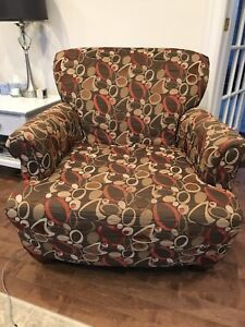 2 matching  arm chairs in decent condition